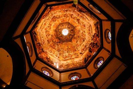 Photo pour Florence, Italie - 17 juillet 2017: Vue intérieure de la peinture du dôme Basilica di Santa Maria del Fiore, Duomo, Florence, Italie - image libre de droit