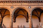 """Постер, картина, фотообои """"красивые известных de Lanzi лоджия с античных статуй в Флоренции, Италия"""""""