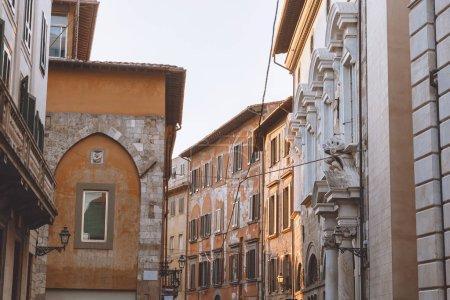 vieille ville de rue avec des maisons anciennes, Pisa, Italie