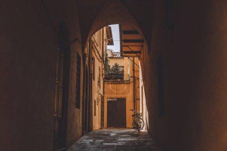 Arch. des monuments antiques avec vélo, Pisa, Italie