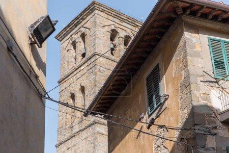 scène urbaine avec l'architecture historique de Toscane et de ciel bleu, Italie