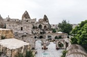 """Постер, картина, фотообои """"красивая старая архитектура и величественные скалы в известных Каппадокии, Турция"""""""