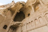 """Постер, картина, фотообои """"низким углом зрения красивых пещерную церковь в Гореме национального парка, Каппадокии, Турция"""""""