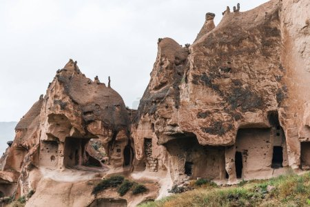 Photo pour Belle vue sur les grottes en grès, cappadoce, dinde - image libre de droit