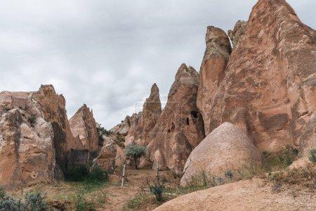 Photo pour Vue majestueuse d'étranges formations rocheuses dans la célèbre Cappadoce, Turquie - image libre de droit