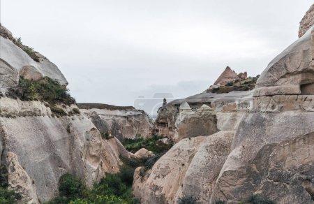 Photo pour Vue majestueuse à d'étranges formations rocheuses en Cappadoce, Turquie - image libre de droit