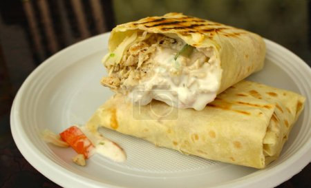 Photo pour Cuisine orientale, fast food Shawarma - image libre de droit