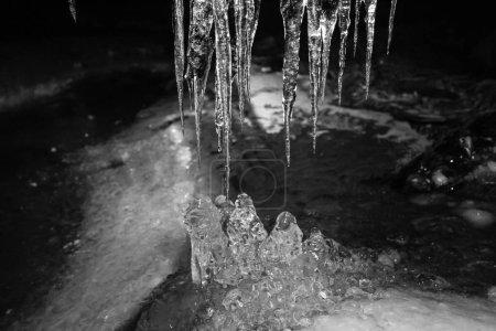Photo pour Superbe image d'un morceau de glace et des glaçons - image libre de droit
