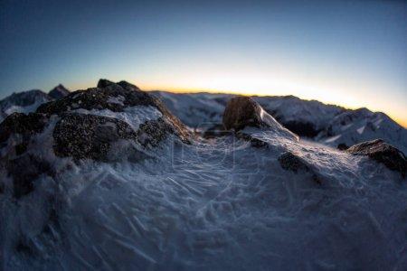 Photo pour Photo de paysage de montagne enneigé - image libre de droit