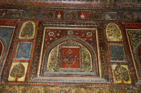Photo pour Peinture sur le mur intérieur et le plafond, Rani Mahal. Jhansi, Uttar Pradesh, Inde - image libre de droit