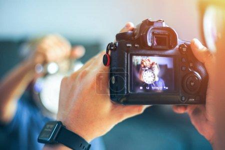 Photo pour Caméra arrière lorsque la photographie prendre un tournage . - image libre de droit