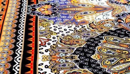 Photo pour La texture du tissu de soie motif abstrait. une fibre fine, forte, douce et brillante produite par les vers à soie dans la fabrication de cocons et recueillie pour fabriquer du fil et du tissu . - image libre de droit
