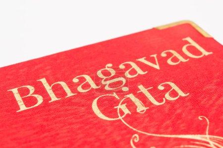 Photo pour Sainte Bhagavad gita sur fond blanc isolé - image libre de droit