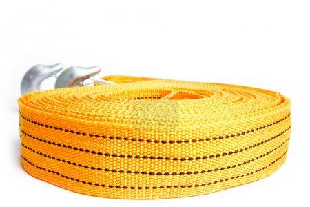 Photo pour Corde corde de remorquage pour les voitures sur un fond blanc - image libre de droit