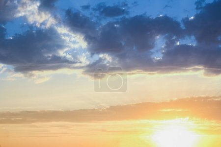 Photo pour Beau ciel sur fond de nature - image libre de droit