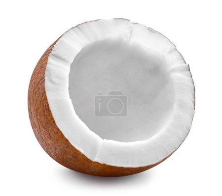Photo pour Noix de coco d'isolement sur le fond blanc. Chemin naturel de coupe de noix de coco. Studio professionnel - image libre de droit