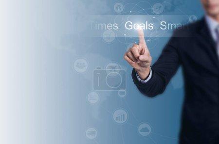 Photo pour Homme d'affaires choisir les buts avec un espace pour le fond. - image libre de droit