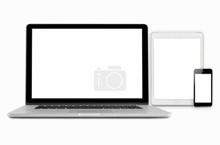 Photo pour Ordinateurs portables, tablettes et téléphones portables. Image maquette de gadgets électroniques isolés sur fond blanc . - image libre de droit