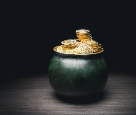 Photo pour Pot plein de pièces d'or, concept de jour de st patrick (rendu 3D, isolation ) - image libre de droit