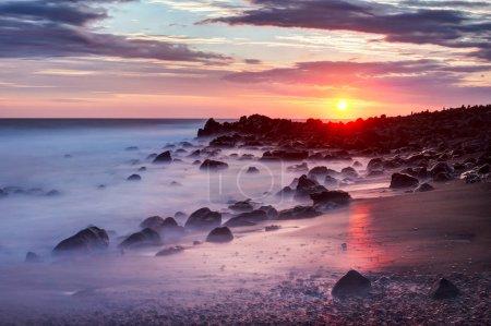 Photo pour Coucher de soleil Etang Vente Côte de l'île de la Réunion - image libre de droit
