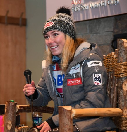 Photo pour KILLINGTON, VT - NOVEMBER 25: Mikaela Shiffrin answers questions from the media during a press conference after the Killington Cup at Killington Ski Resort on November 25, 2018 in Killington, Vermont. - image libre de droit