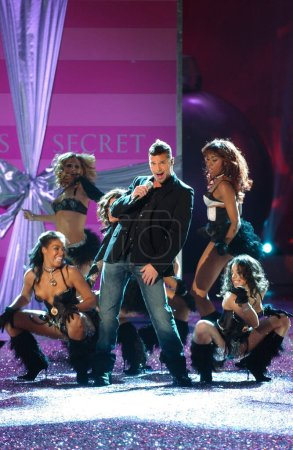 Photo for NEW YORK, NY - NOVEMBER 09: Singer Ricky Martinin performs live on stage at the 2005 Victoria's Secret Fashion Show on November 09, 2005 in New York City. - Royalty Free Image