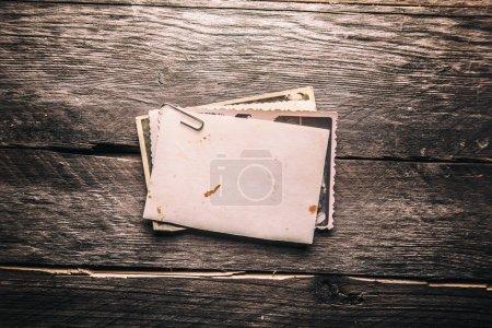 Photo pour Vintage photo blanc sur un fond en bois - image libre de droit