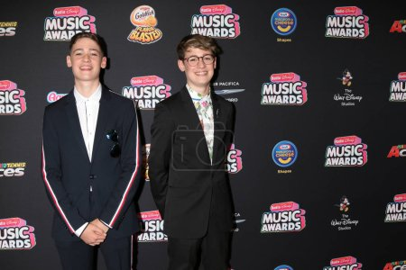 LOS ANGELES - JUN 22:  Max and Harvey, Max Mills, Harvey Mills at the 2018 Radio Disney Music Awards at the Loews Hotel on June 22, 2018 in Los Angeles, CA