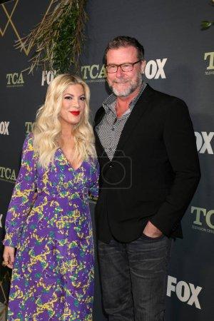 Photo pour Los Angeles - 1 février: Tori Spelling, Dean Mcdermott, lors de la fête de Tca All-Star de Fox à la maison de figue sur 1er février 2019 à Los Angeles, Ca - image libre de droit