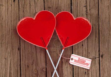 Photo pour Mur papier carte de voeux Saint Valentin avec couple de sucettes de forme coeur rouge ensemble isolés sur table en bois vintage, célébrant des vacances romantiques dans le concept d'amour et relation - image libre de droit