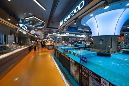 Photo pour L'intérieur du centre commercial dans la ville chinoise - image libre de droit