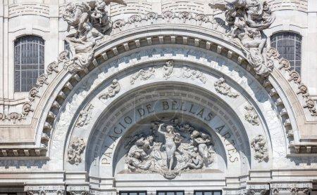 Photo pour Beau vieux bâtiment historique - image libre de droit