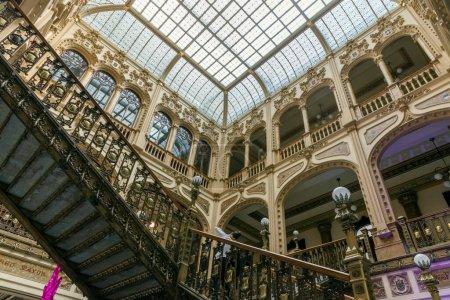 Photo pour Intérieur du vieux bâtiment historique - image libre de droit