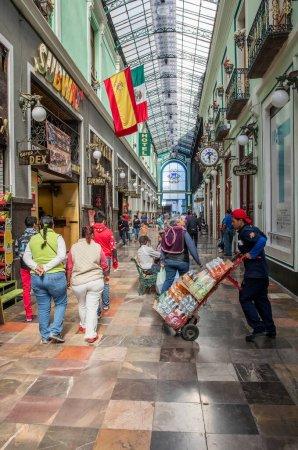 Photo pour Centre commercial dans la ville de Mexico - image libre de droit