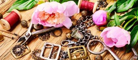 Stylowa Biżuteria retro kobiece wykonane z łańcuchów, koraliki i wisiorki. Projekt i biżuteria