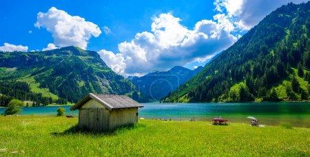 Photo pour Vilsalpsee (lac Vilsalp) à Tannheimer Tal, beaux paysages de montagne dans les Alpes à Tannheim, Reutte, Tyrol Autriche - image libre de droit