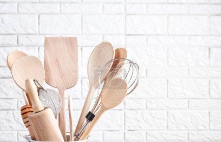 Photo pour Divers ustensiles de cuisine. Livre de recette et cuisson classes concept - image libre de droit