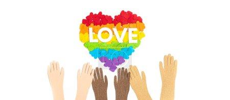Photo pour Coeur en papier avec des rayures de couleur arc-en-ciel symbole de la fierté gay LGBT. Amour, diversité, tolérance, concept d'égalité - image libre de droit