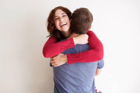 Photo pour Portrait de petit ami et petite amie s'embrassant sur fond blanc - image libre de droit