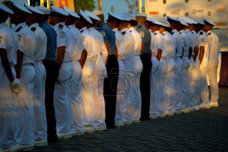 Photo pour Cadets de l'école navale du Panama au format au coucher du soleil, en la Ciudad de Panama. - image libre de droit