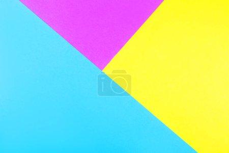 Foto de Fondos de papel neón geométrico creativo. Color azul, magenta y amarillo. Flatlay, primera vista. - Imagen libre de derechos
