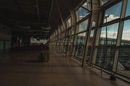 Photo pour Intérieur avec salle d'attente vide de l'aéroport de Copenhague, Danemark - image libre de droit