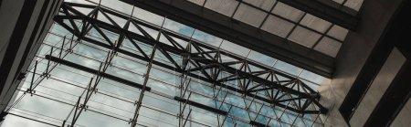 KOPENHAGEN, DÄNEMARK - 30. April 2020: Horizontales Bild von Glasfassade und Dach in der Black Diamond Royal Library, Kopenhagen, Dänemark