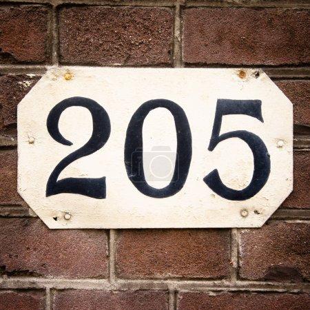 Photo pour Maison numéro deux cent cinq (205 ) - image libre de droit