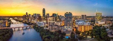 Photo pour Austin Skyline dans la soirée et à l'heure bleue - image libre de droit