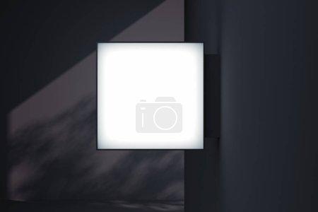 Foto de Cartel de la tienda cuadrada en blanco. Plantilla de caja de luz de tienda iluminada vacía montada en la pared con sombras de árboles en el fondo. Señal de calle, señalización, representación 3d . - Imagen libre de derechos