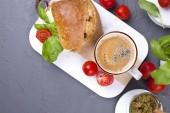 """Постер, картина, фотообои """"Ароматный кофе и бутерброд с моцареллой и базиликом на завтрак. Вкусной и здоровой пищи. Обед в Италии. Вид сверху"""""""