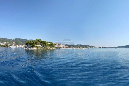 Photo pour Panorama du paysage de l'île de Skiatos - image libre de droit