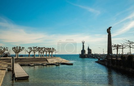 Photo pour Konstanz, Germany , February 25, 2019. View of Lake Boden and the statue of the Empire from the bay in good sunny weather for the day - image libre de droit