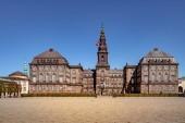 """Постер, картина, фотообои """"Городские сцены с историческими Кристиансборг и голубое небо в Копенгагене, Дания"""""""